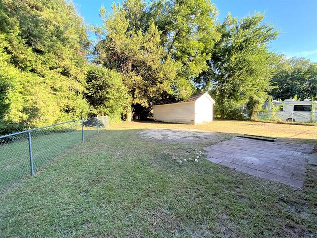 Yard featured at 217 Jackson Ave, Greenwood, SC 29646
