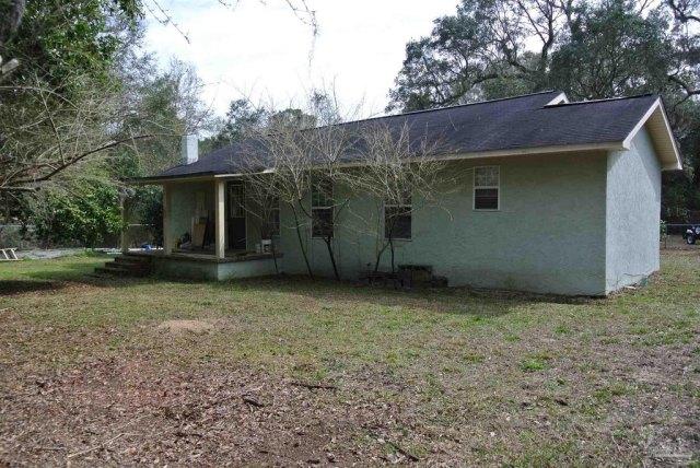 Porch yard featured at 5714 Sunbeam St, Milton, FL 32570