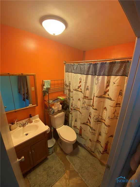 Bathroom featured at 205 Milford St, Toledo, OH 43605
