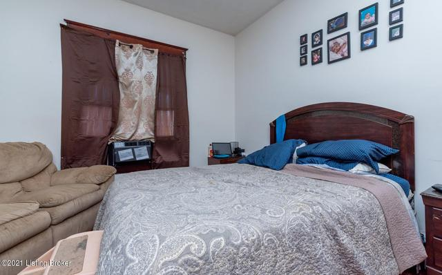 Bedroom featured at 1314 Olive St, Louisville, KY 40211