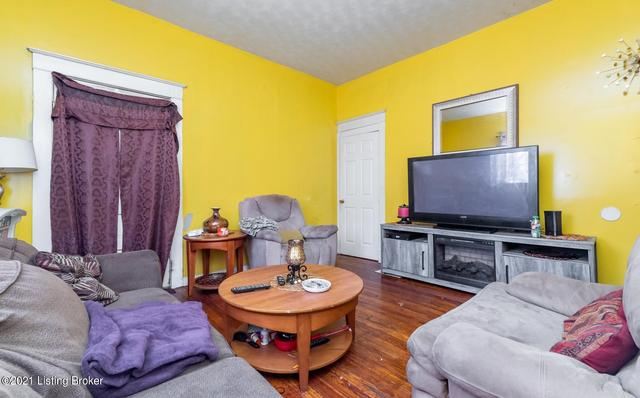 Living room featured at 1314 Olive St, Louisville, KY 40211