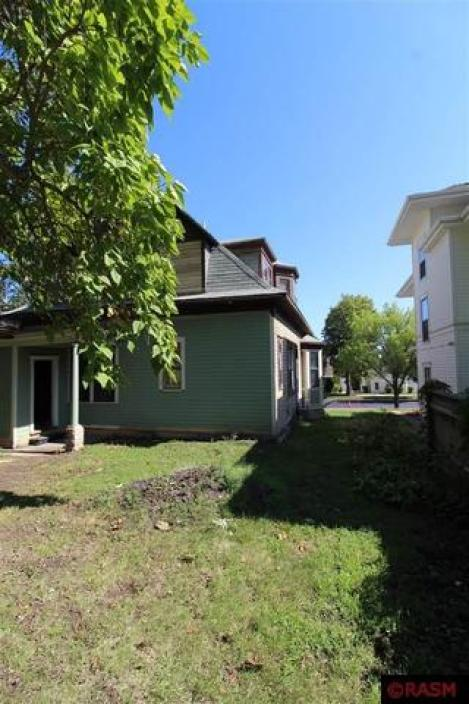 Yard featured at 418 S Broadway St, New Ulm, MN 56073