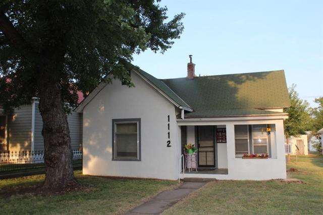 Porch yard featured at 1112 Broadway St, Larned, KS 67550