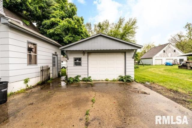 Garage featured at 1197 Clark St, Lowpoint, IL 61545
