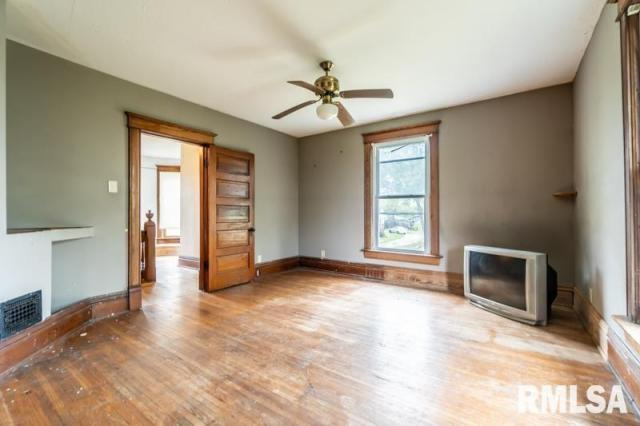 Living room featured at 1197 Clark St, Lowpoint, IL 61545