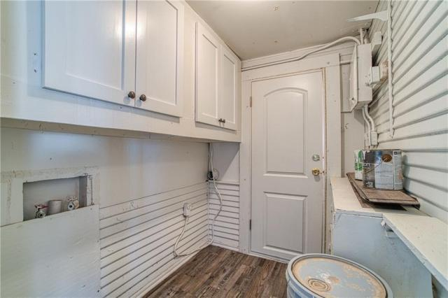 Laundry room featured at 209 N Louis Tittle Ave, Mangum, OK 73554