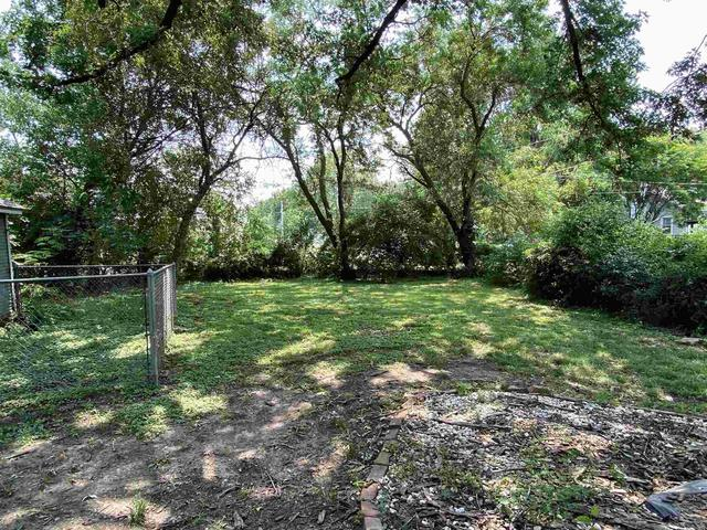 Yard featured at 1829 SW 2nd St, Topeka, KS 66606