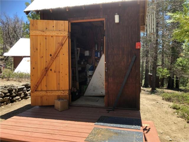 Garage featured at 41271 Chinquapin Rd, North Fork, CA 93643