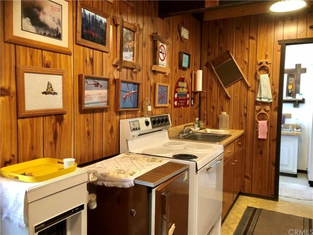 Kitchen featured at 41271 Chinquapin Rd, North Fork, CA 93643
