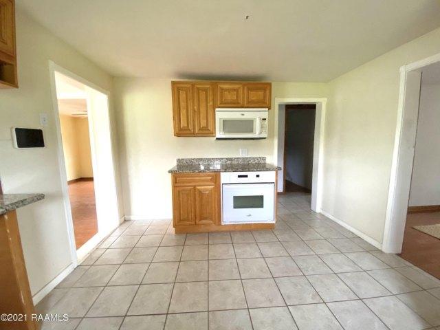 Kitchen featured at 5505 L Romero Rd, New Iberia, LA 70560
