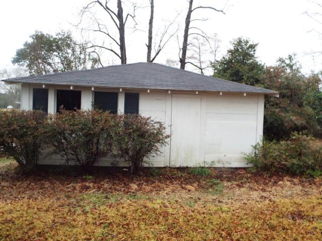 Porch yard featured at 719 College St, Tylertown, MS 39667