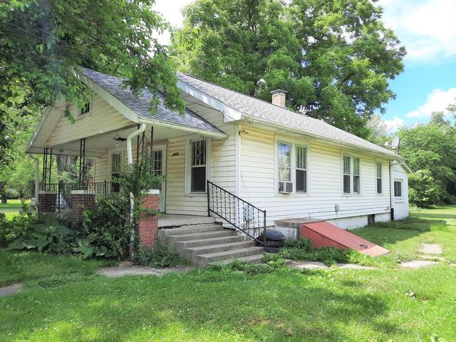 House view featured at 1311 Polk St, Danville, IL 61832
