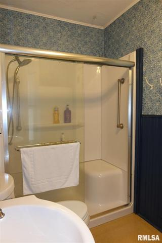 Bathroom featured at 624 N Cherry St, Galesburg, IL 61401