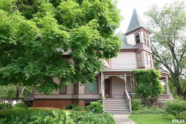 House view featured at 624 N Cherry St, Galesburg, IL 61401