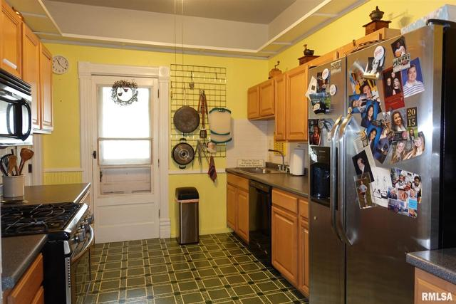Kitchen featured at 624 N Cherry St, Galesburg, IL 61401