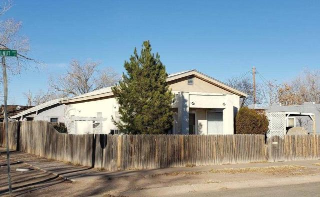 House view featured at 1011 W Walnut St, Roswell, NM 88203