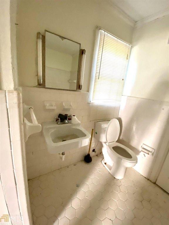 Bathroom featured at 4762 US Highway 319, Bartow, GA 30413