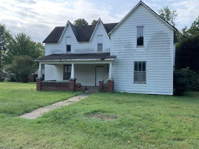 Yard featured at 507 W Main St, Rutherford, TN 38369