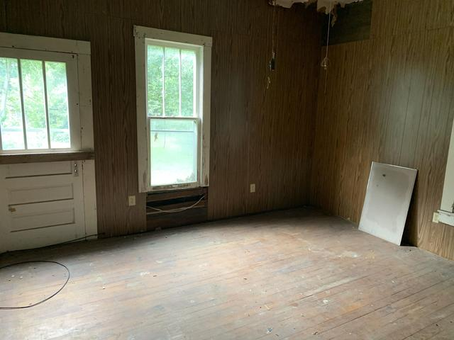 Bedroom featured at 507 W Main St, Rutherford, TN 38369