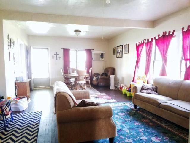 Living room featured at 217 N Main St, Argonia, KS 67004