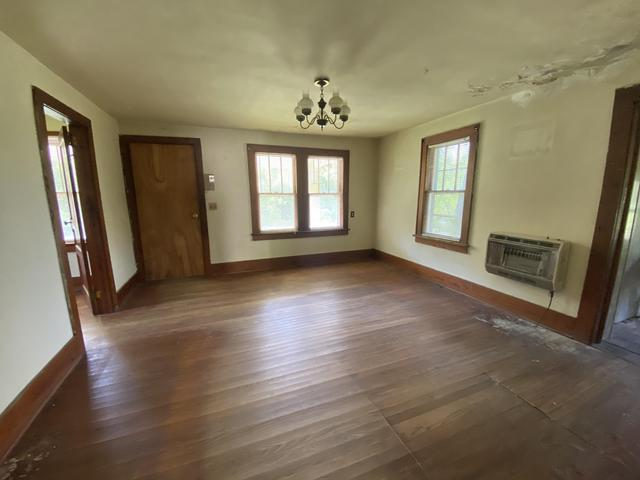 Living room featured at 3272 Willow Tree Rd, Ewing, VA 24248