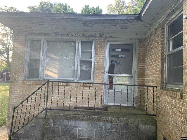 Porch featured at 8284 Highway 89, Palmersville, TN 38241