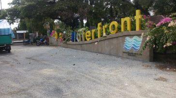 Kangar Waterfront ni kat tepi sungai.