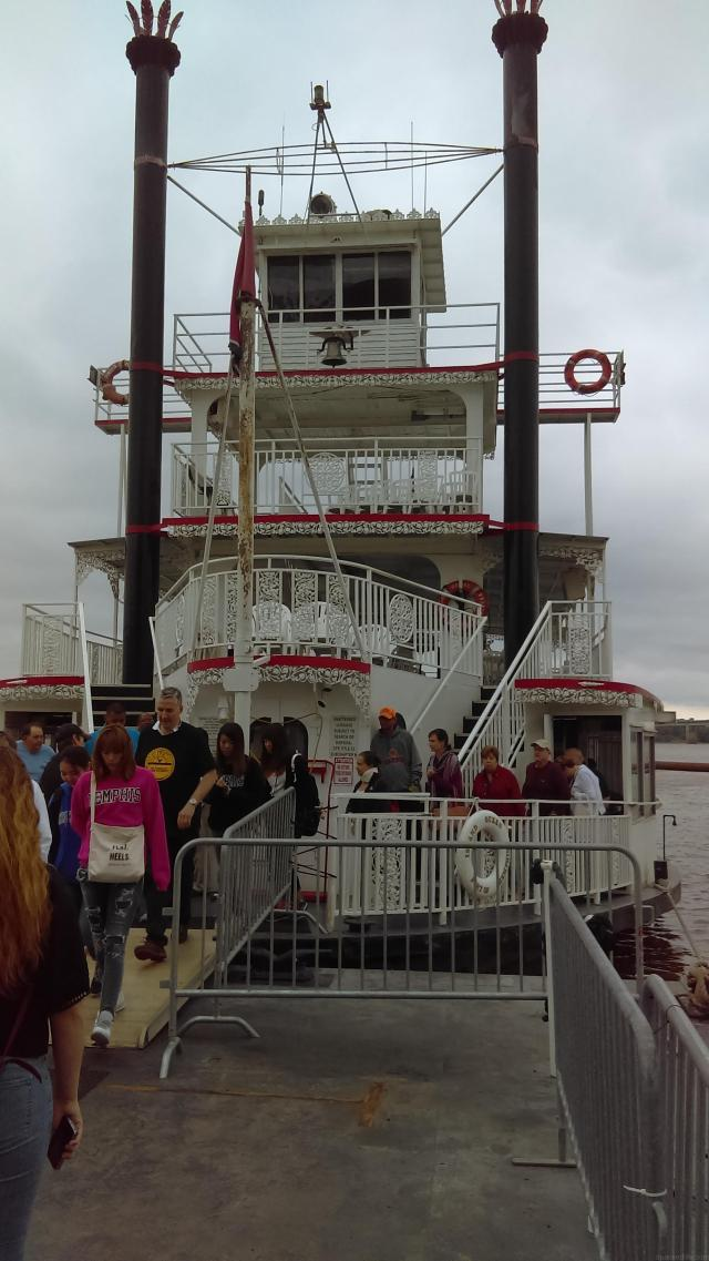 Island Queen on the Mississippi River, Memphis, Tennessee - Best Boat Trips apackedlife.com