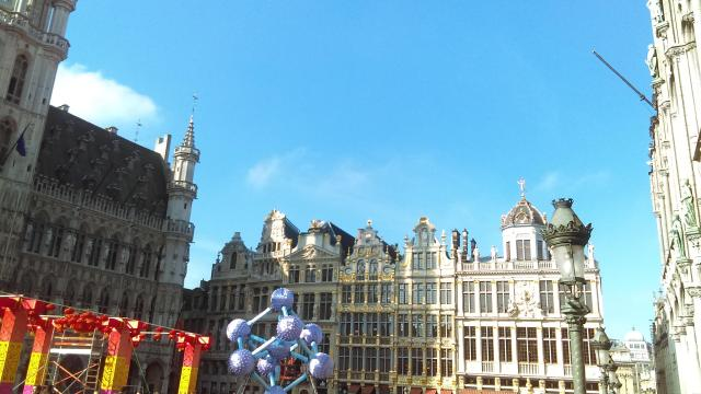 Best of Brussels - Fall in love with Grand Place - Year of the Dog 2018 with Atomium at Brussels Grand Place