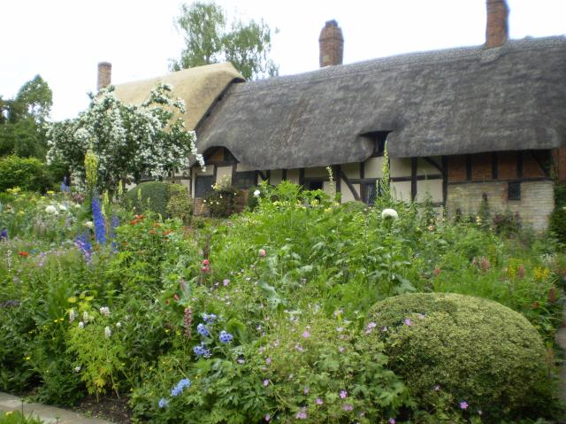 21 Fascinating Things To Do In Warwickshire - Anne Hathaway's Cottage - Stratford-upon-Avon