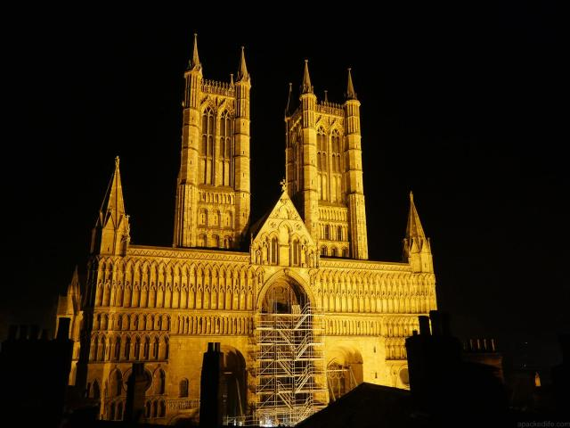 Cool or unusual things to do in England - Lincoln Cathedral at Night