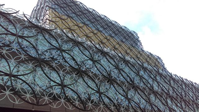 25 Ridiculously Romantic Things To Do In Birmingham: The Library of Birmingham - apackedlife.com