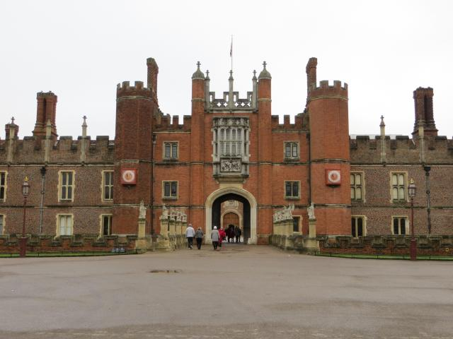 Britain's Most Scary Haunted And Haunting Places - Hampton Court Palace