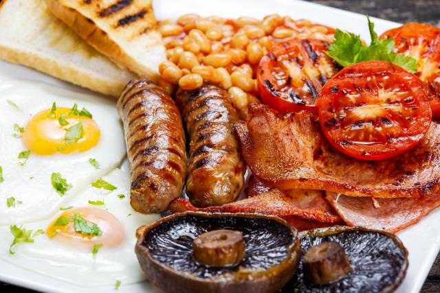 Great Eats of Britain: 61 Traditional British Foods To Try On Your Travels - Full English Breakfast