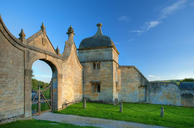 Visiting The 21 Prettiest Towns And Villages In The Cotswolds - The Gatehouse at Chipping Campden