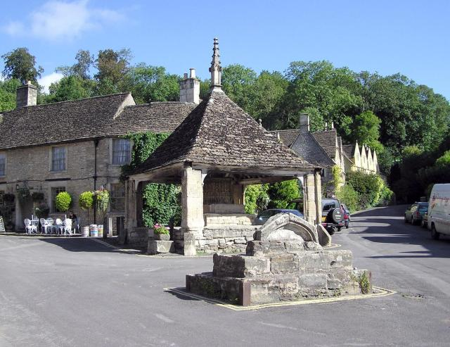 Visiting The 21 Prettiest Towns And Villages In The Cotswolds - Castle Combe