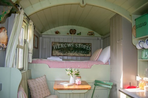 A look into our stay at Wriggly Tin Shepherds Huts and Hambledon village - England