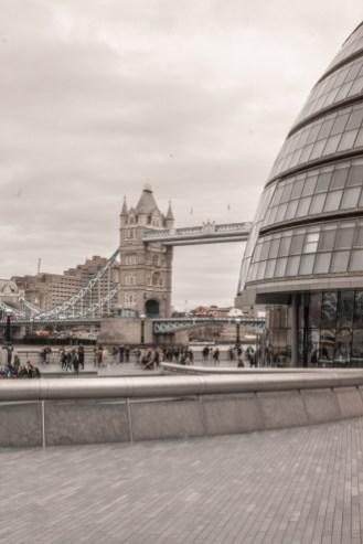 London Bridge Riverside Walk: Tower Bridge & City Hall
