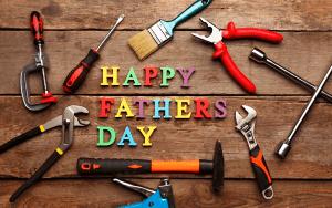 """Na imagem, a frase """"Happy Fathers Day"""" em letras coloridas, acompanhando ferramentas em sua volta."""