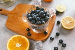 No use detergentes, jabones o cloro para lavar los productos frescos. Estos productos pueden cambiarles el sabor y ser tóxicos para las frutas y verduras.
