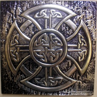 Stunning work with Celtic knot by Cacaio Tavares http://cacaiotavares.blogspot.com.au