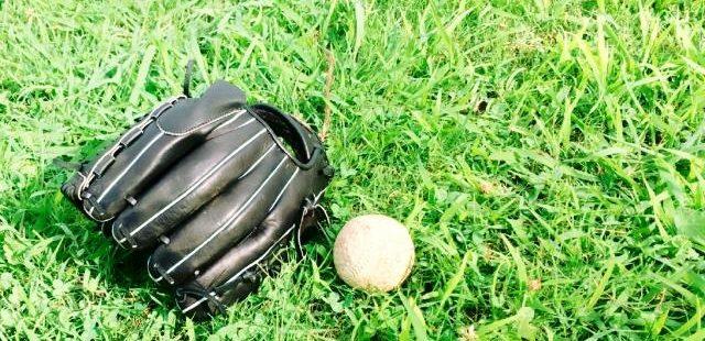 グローブと野球ボール