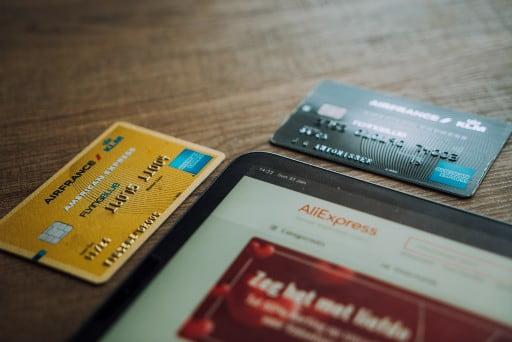 専用プリペイドカードは手続きが簡単なのが魅力