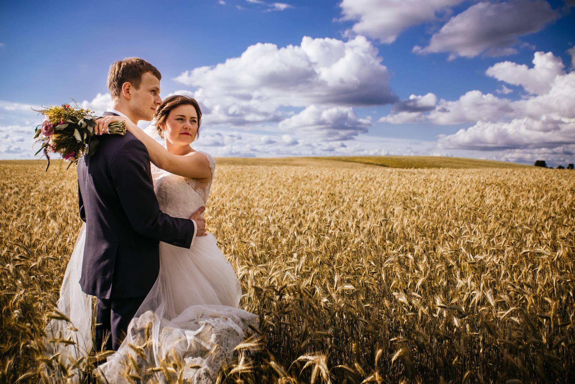 sesja ślubna w Borach tucholskich - zdjęcia na łonie natury