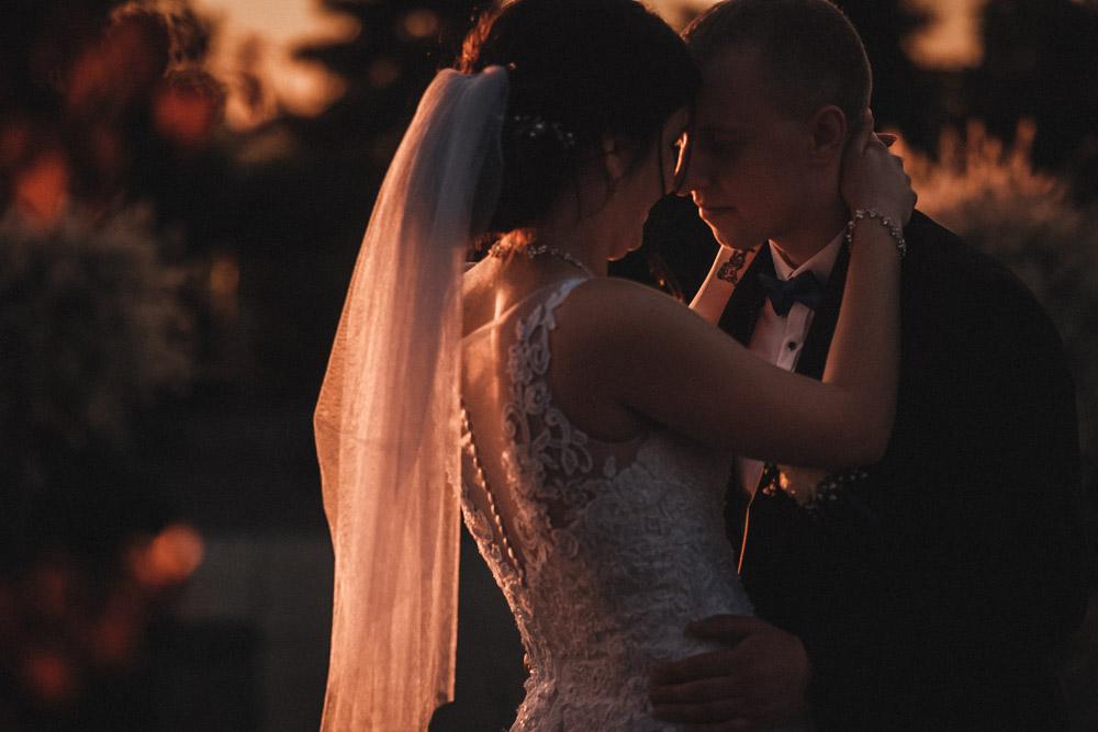 ślub w Gdyni, wesele w Kosakowie, sesja na plaży w Mechelinkach, fotograf ślubny aparatowo.pl