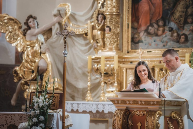 Przebieg ślubu kościelnego - można poprosić znajomych lub rodzinę o czytanie i psalm w trakcie mszy świętej