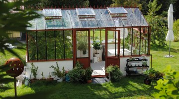 5 Ways That Owning A Greenhouse Can Help The Environment