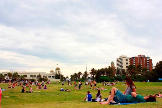 Australianos aproveitando o tempo quente.