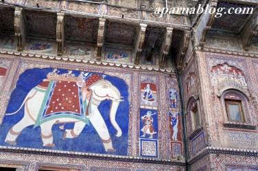 Huge elephant fresco outside Haveli.