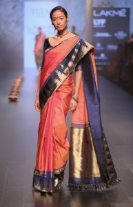 model-walks-for-santosh-parekh-presented-by-tulsi-silks-at-lfw-wf-2016-6